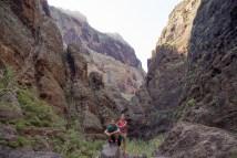 Descenso del barranco de Masca, ruta de 6km que llega hasta la costa para tomar un barco de regreso.