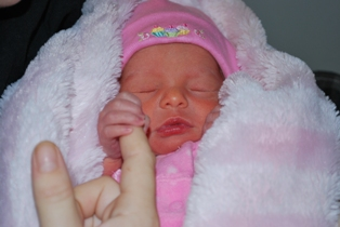 Me holding mommys finger.... see how much I have grown...