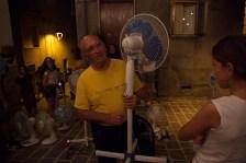 I prestatori riprendono i propri ventilatori © Andras Calamandrei
