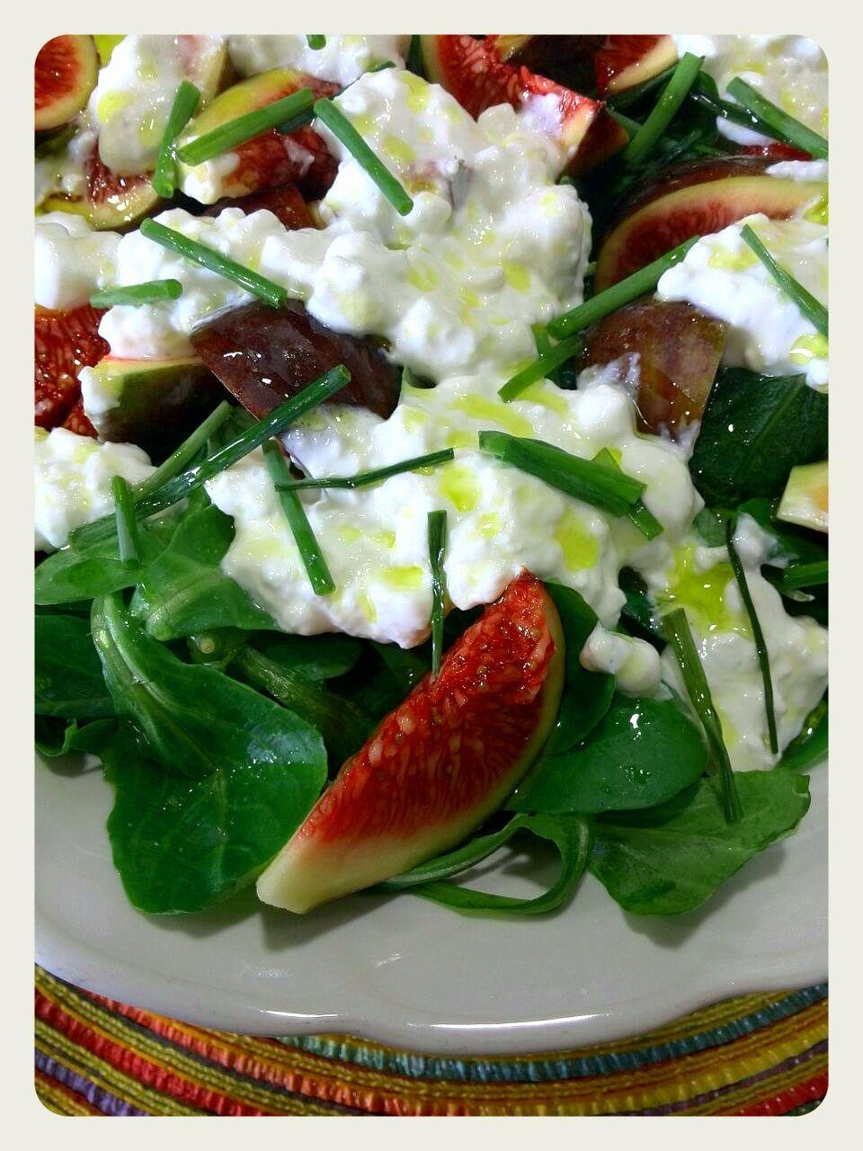Ensalada de Higos con queso cottage y tomatitos cherry