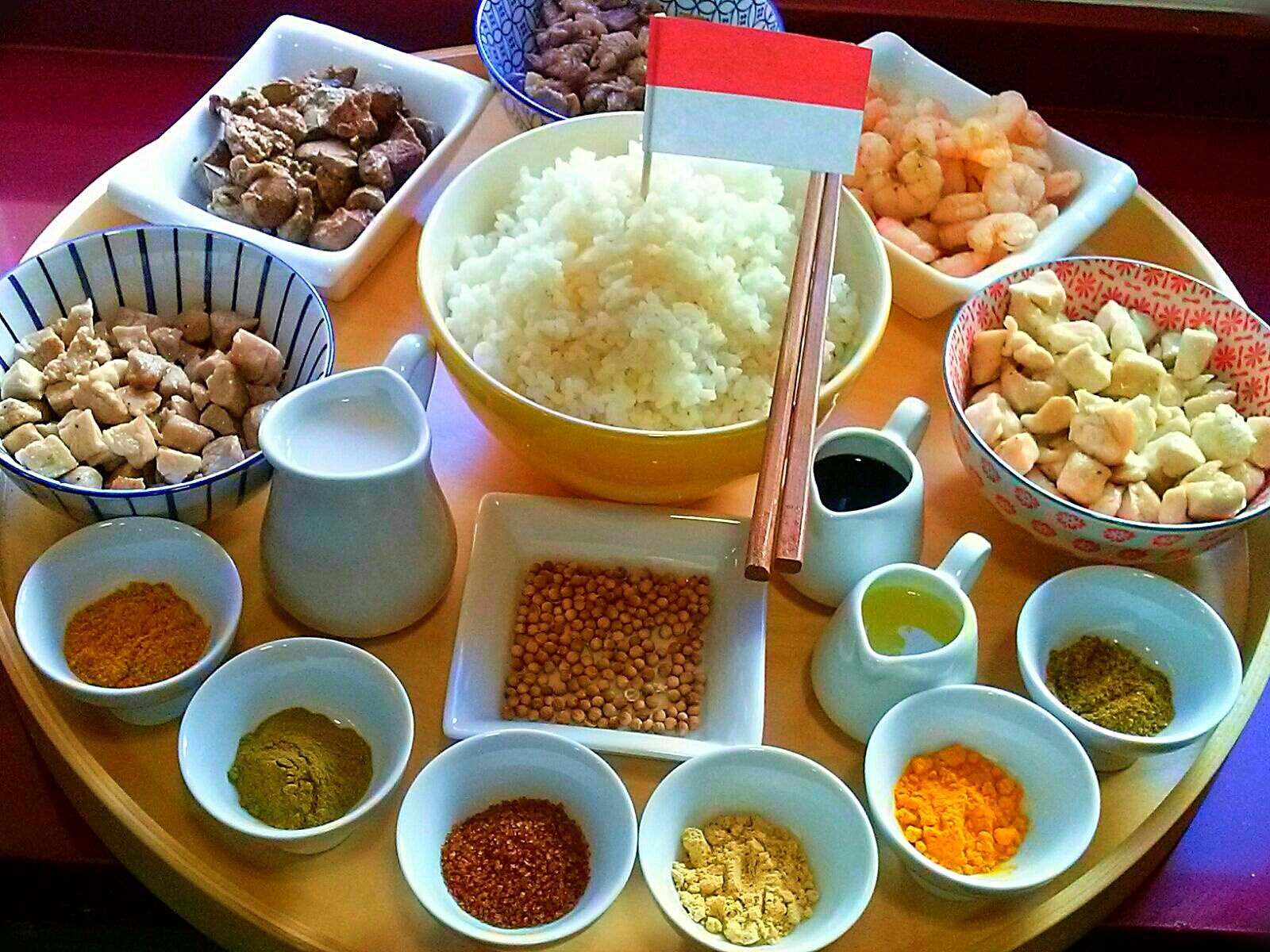Rijsttafel o Mesa de arroz de Indonesia. [Cena de Navidad Worldwide]