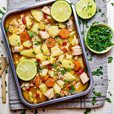 Estofado de salmón con patatas y zanahorias