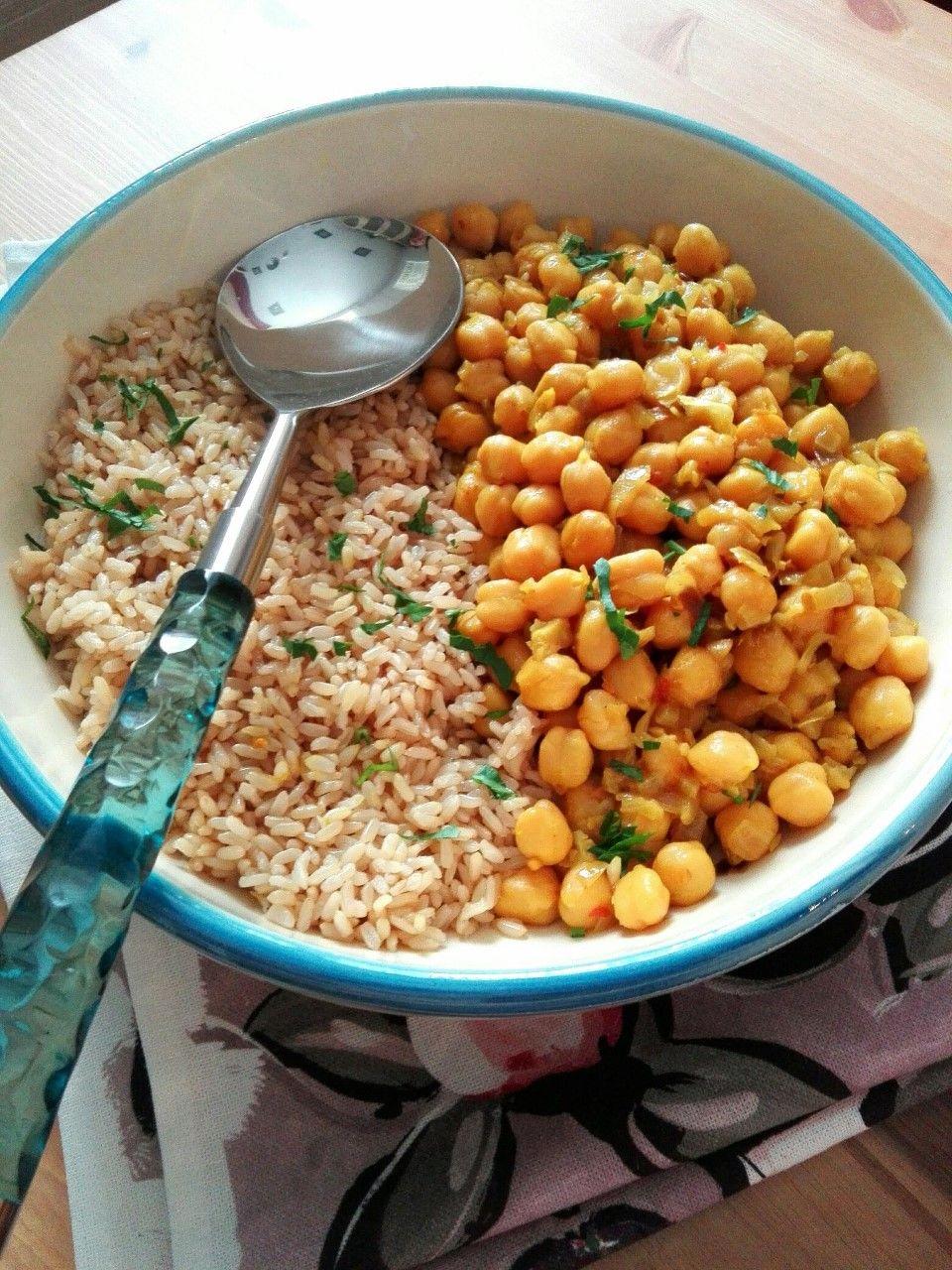 Garbanzos en salsa con arroz integral