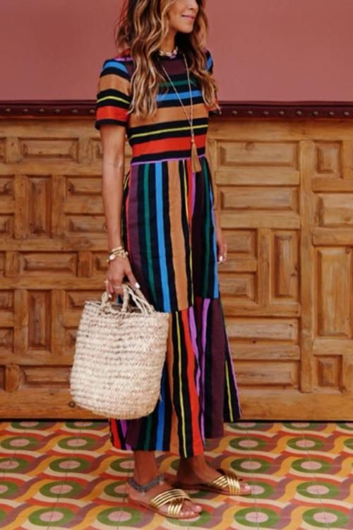 Vestido longo e bolsa de palha