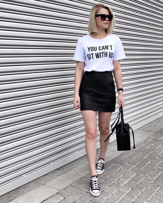 slogan t-shirt e minissaia preta