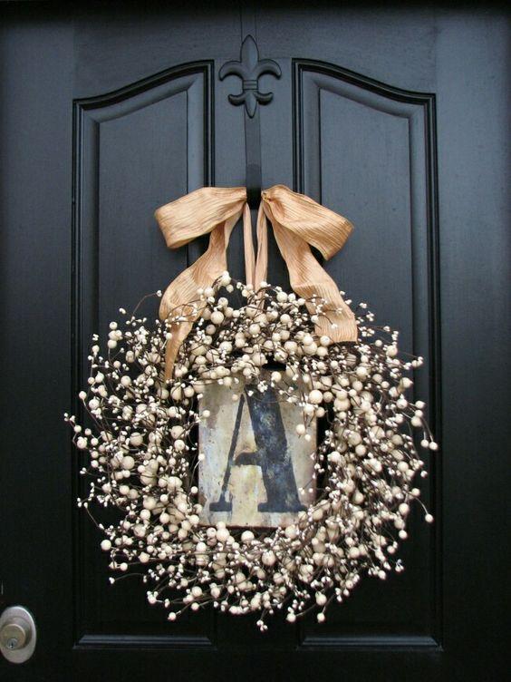 decoração de natal com guirlanda dourada