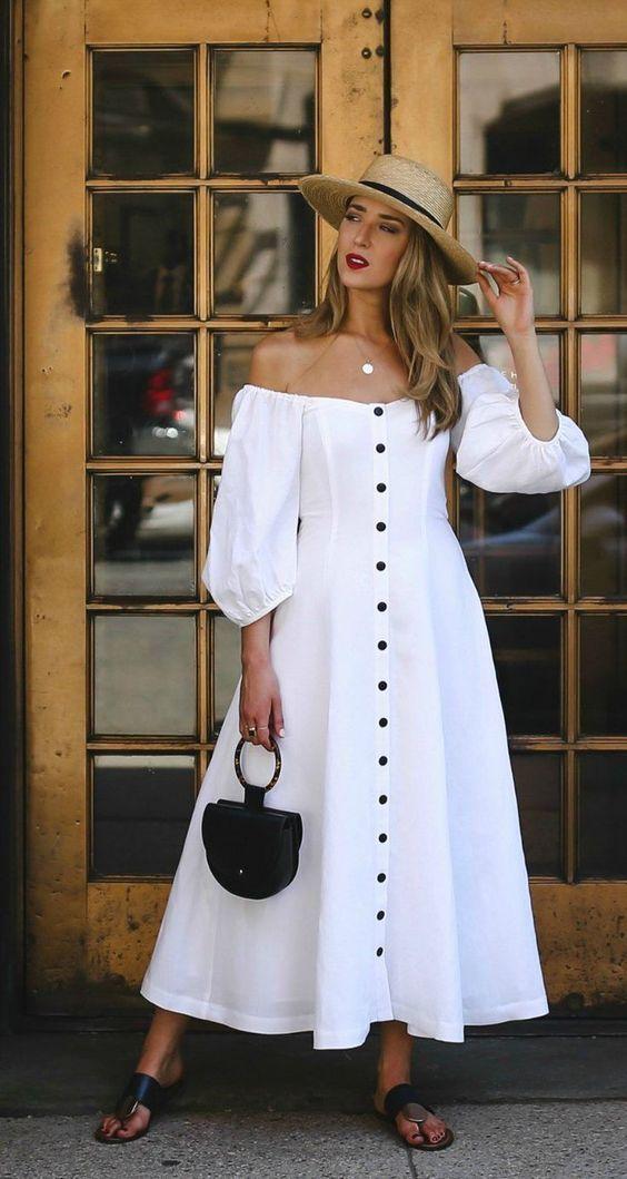 vestido com botões branco, mangas bufantes, bolsa com argola