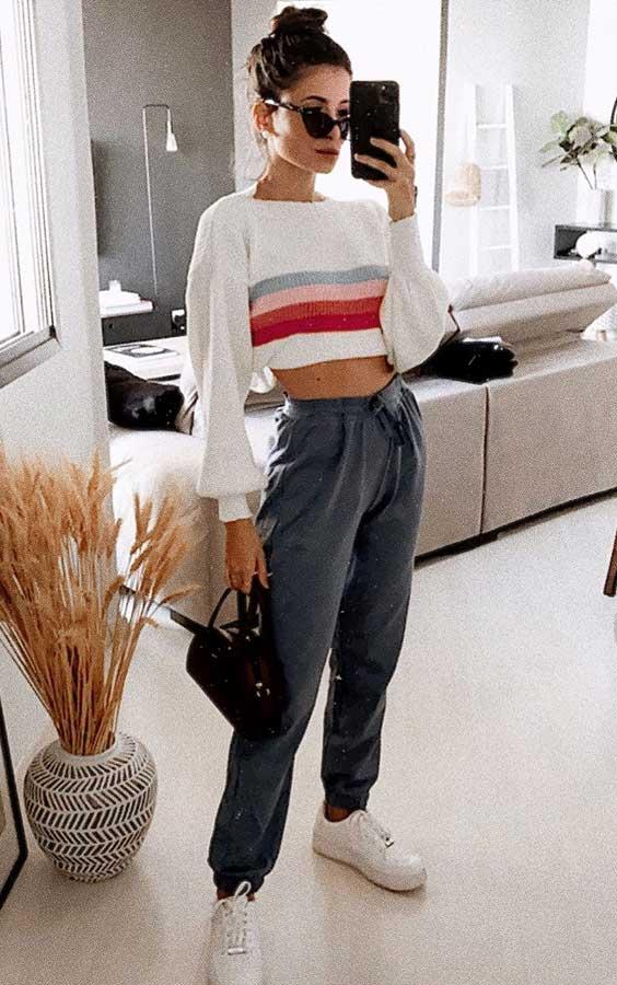 suéter cropped e calça jogger para ir ao mercado