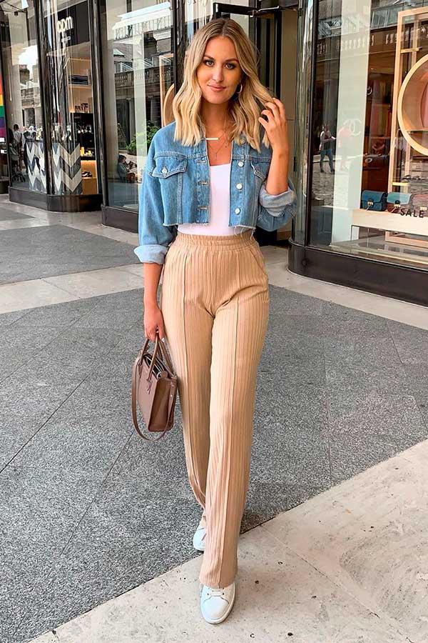 look minimalita com jaqueta jeans cropped