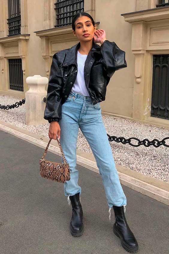jaqueta de couro, t-shirt branca, calça jeans e coturno