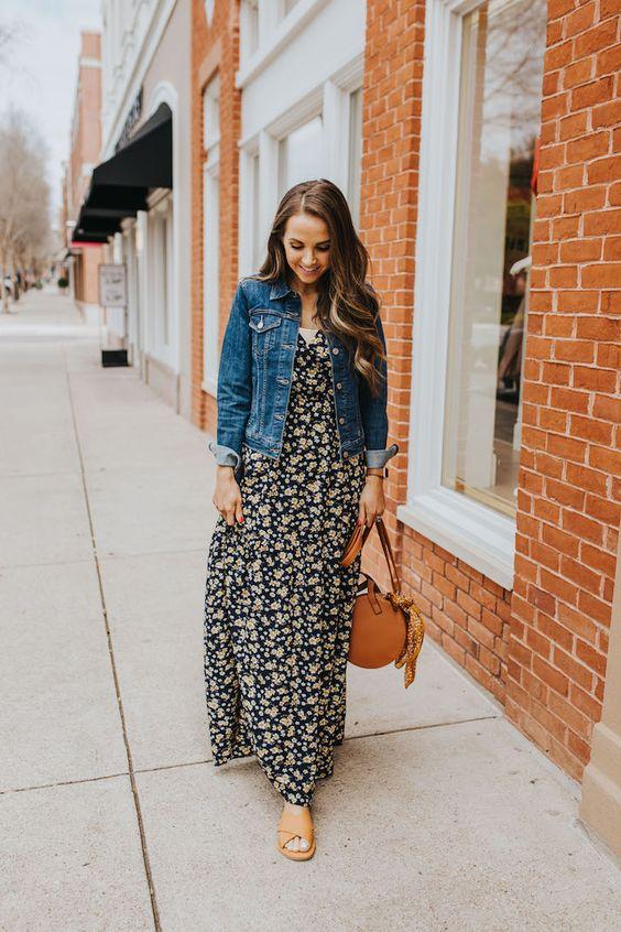 look floral e jaqueta jeans