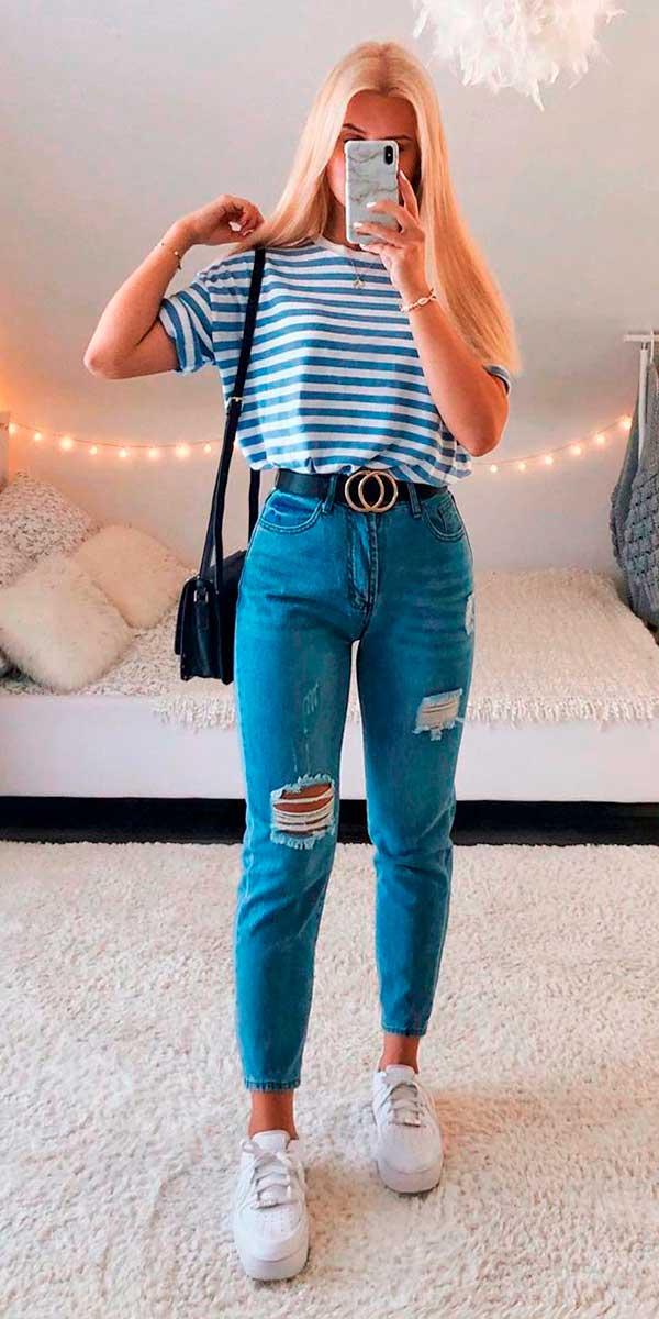 Lisa Rosii, t-shirt listrada e mom jeans destroyed