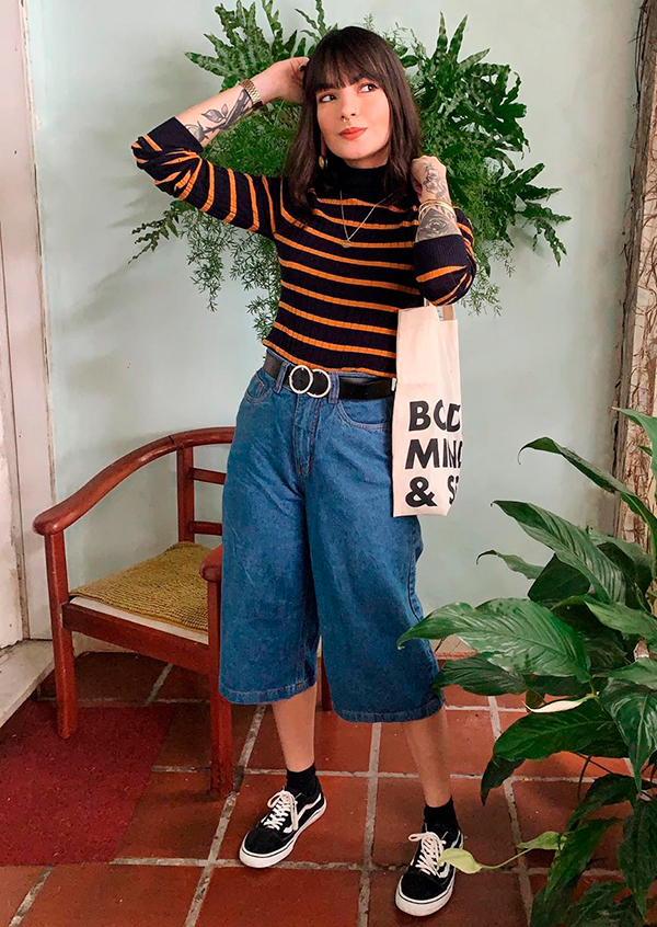 suéter istrado de gola alta, calça pantacourt jeans