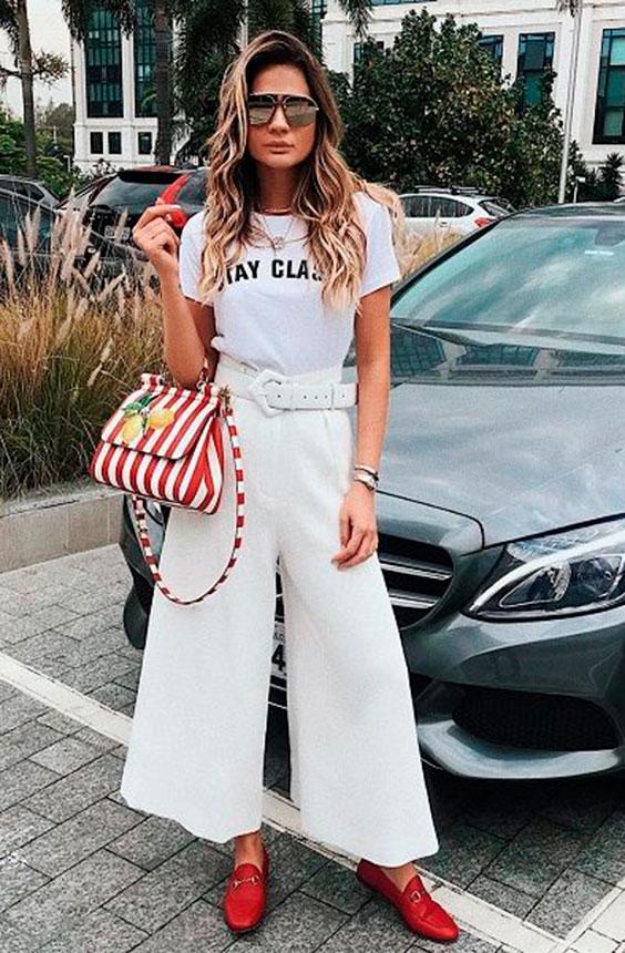 slogan t-shirt branca e calça pantacourt branca