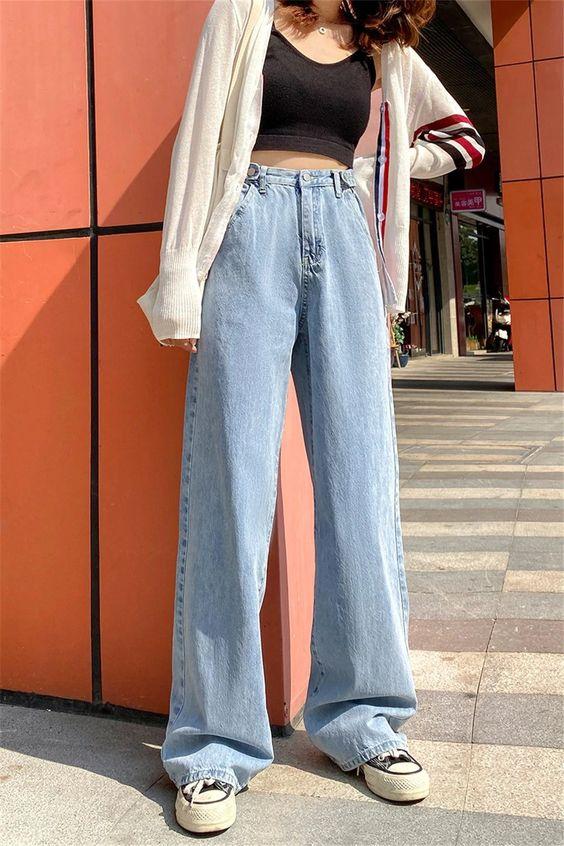 cropped preto camisa branca e calça wide leg jeans