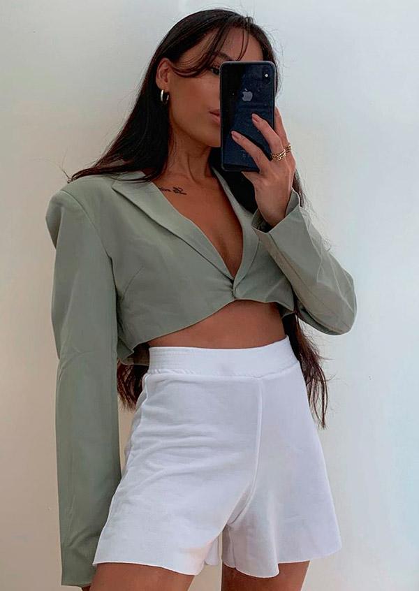 blazer cropped e short branco