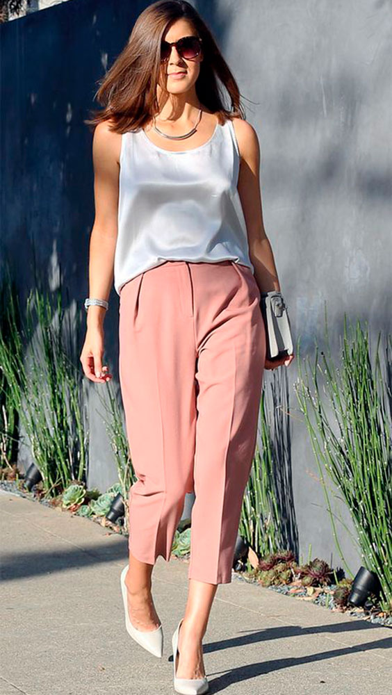 office look com calça rosa