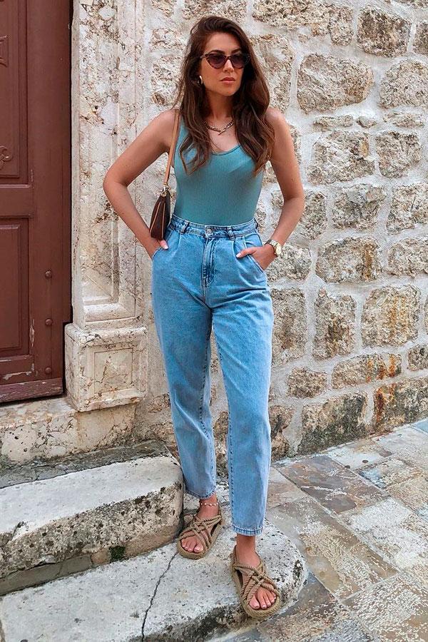 sandálias para o verão, slouchy jeans e sandália dom tiras de corta
