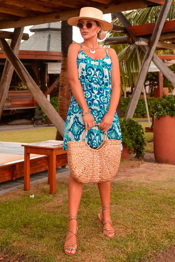 sandálias para o verão, vestido floral e sandália gladiadora