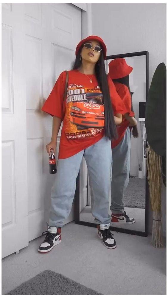 looks basiquinhos, t-shirt vermelha e calça de moletom