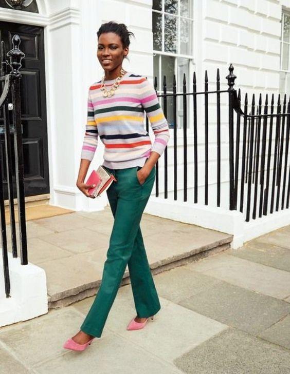 blusa listrada e calça de alfaiataria verde