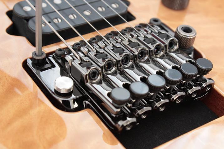フロイドローズ・タイプの弦高調節