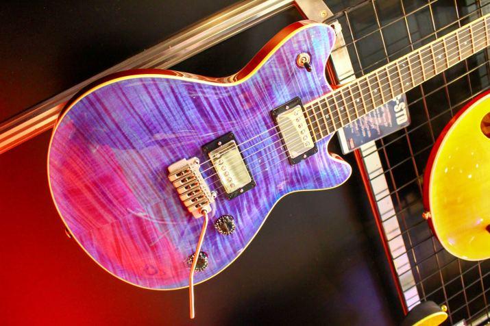 T's GUITARSギター2