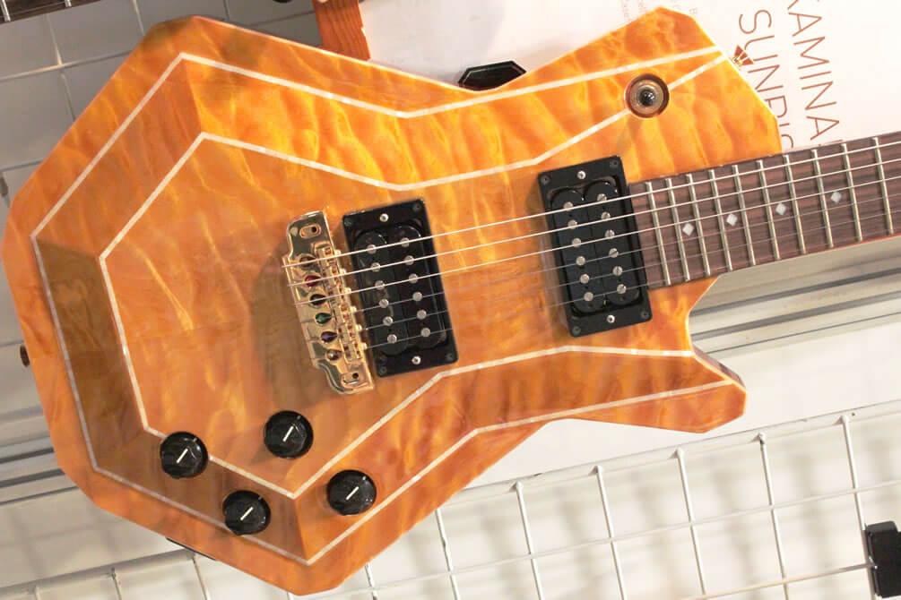 KAMINARIオリガミシリーズのギター