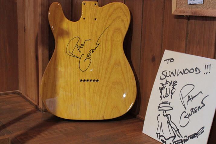 ポール・ギルバートのサイン