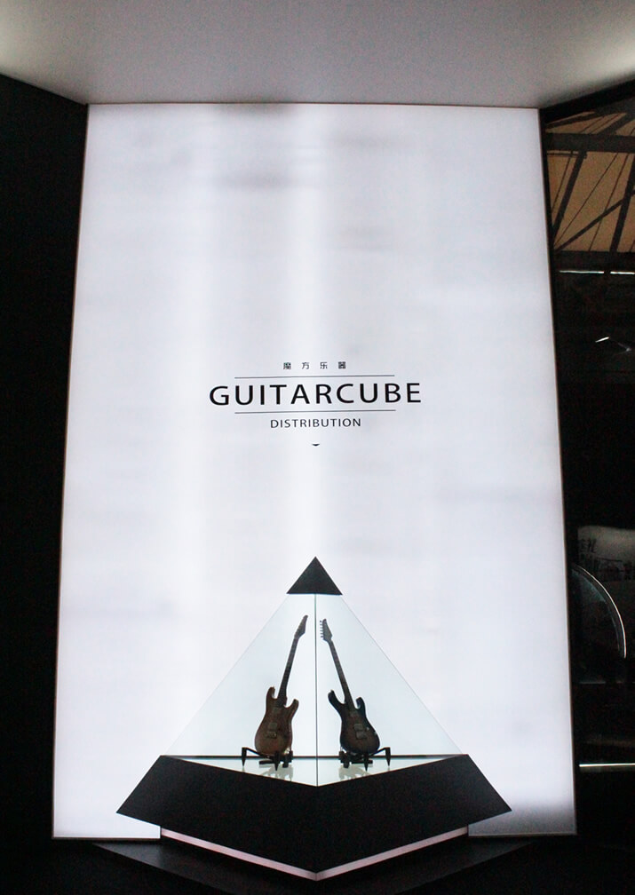 GUITAR CUBE