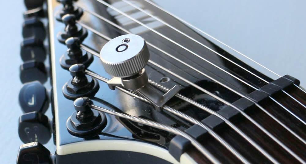 PITHI-KEYを8弦ギターに装着