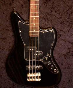 E-Bass im American Guitar Shop 8