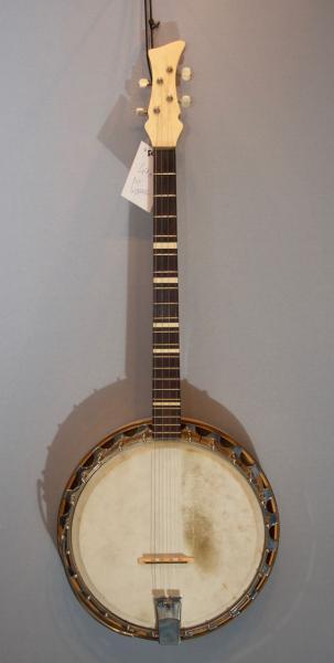 Banjo in Berlin American Guitar Shop