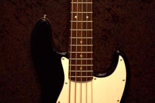E-Bass im American Guitar Shop 1