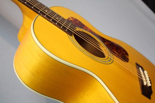 Guild Jumbo Junior Ahorn Western-Gitarre 2