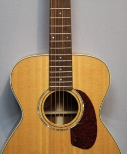 Guild M-140 NAT Westerngitarre