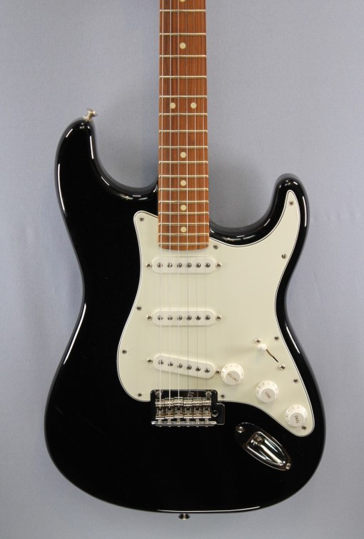 Fender PLAYER STRATOCASTER® PF BLK 1