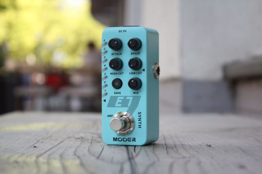Mooer E7 Poly­phonic Guitar Synth