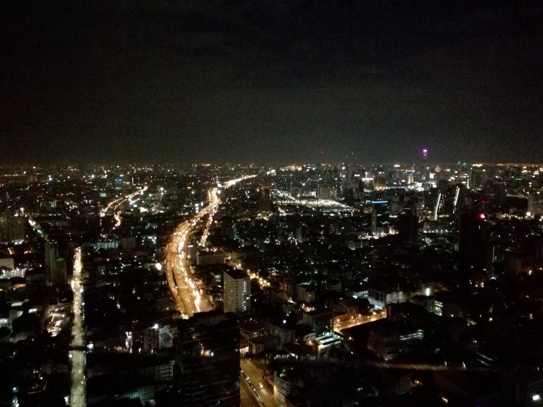 タイのスカイバーであるシロッコの夜景