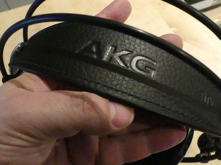 AKG K702