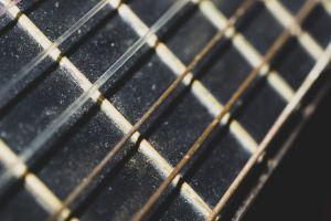 Cordes de guitare rouillées