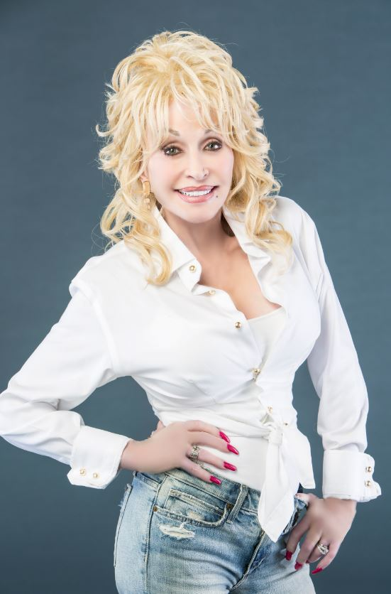 Dolly Parton Issues Statement She is Heartbroken over East Tennessee Fires - Guitar Girl Magazine