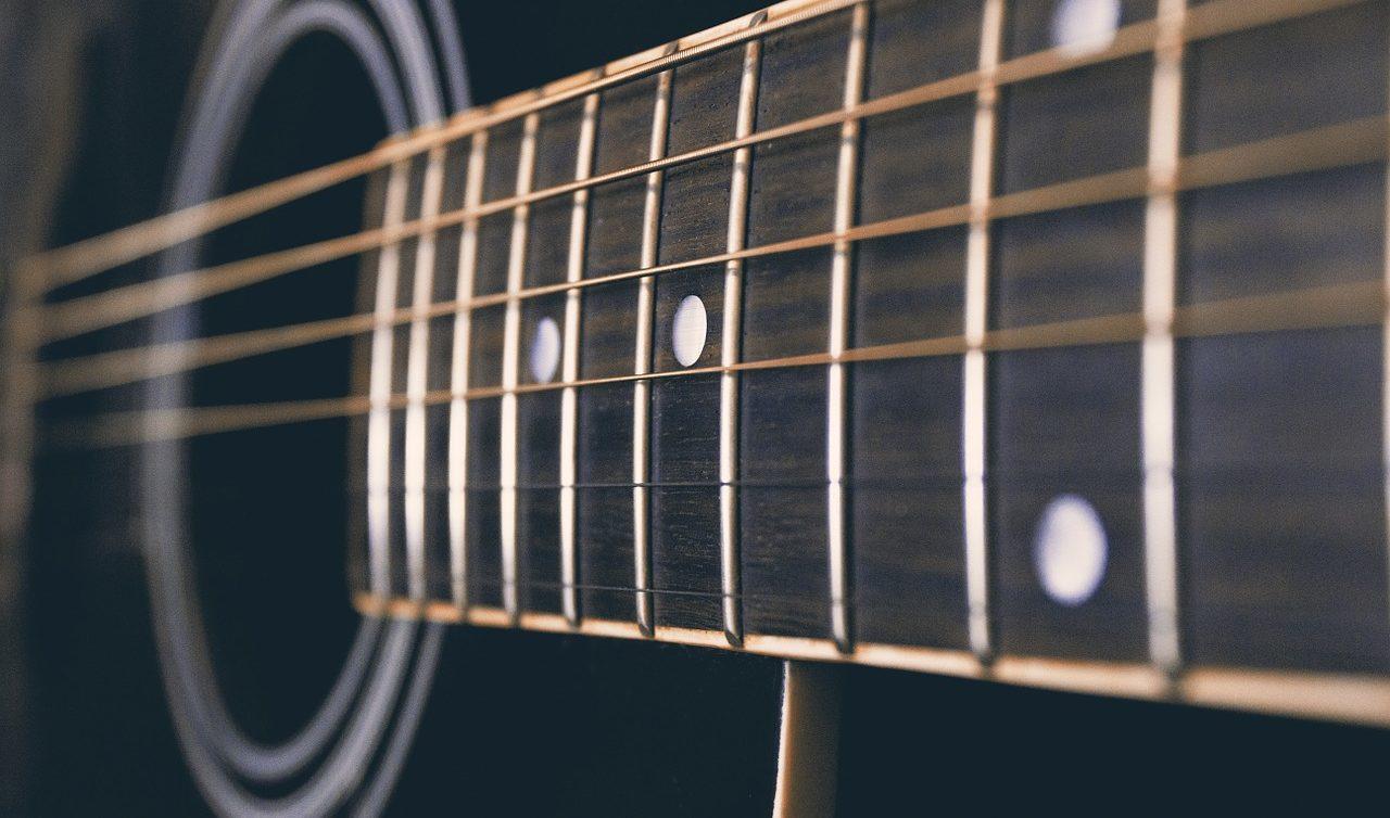 アコースティックギターの指板