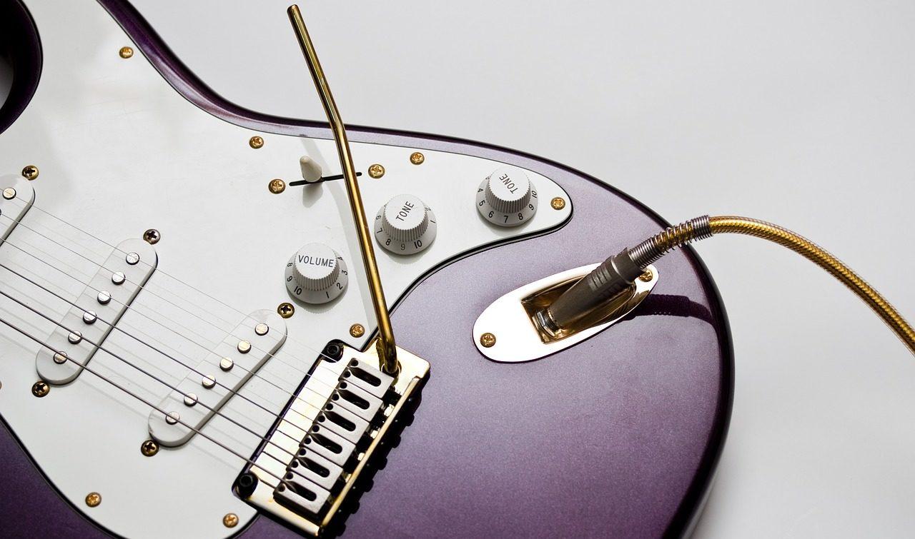 速弾きを弾くためのフェンダーのエレキギター