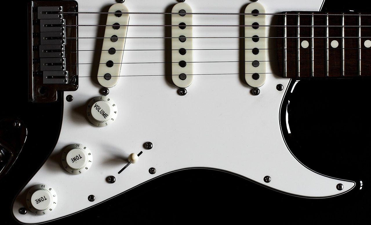 コンディミスケールを奏でるギター