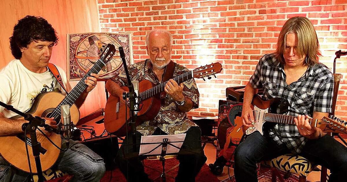 Sydnei Carvalho, Andy Timmons e Roberto Menescal em gravação do álbum Bossa Hits