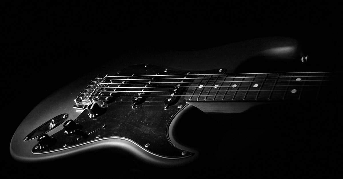 Stratocaster em preto e branco