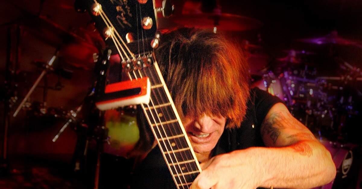 Michael Angelo Batio tocando guitarra