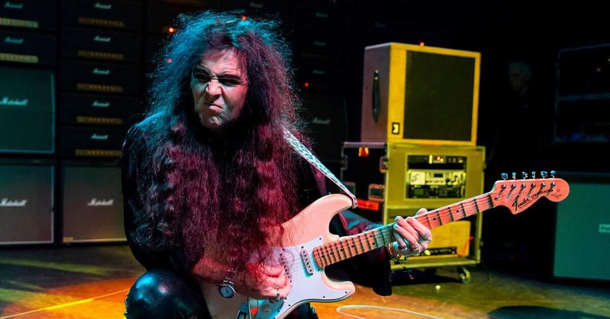 Malmsteen tocando uma Fender Stratocaster
