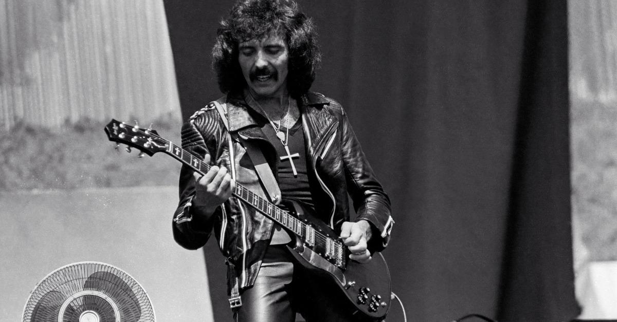 Tony Iommi em preto e branco